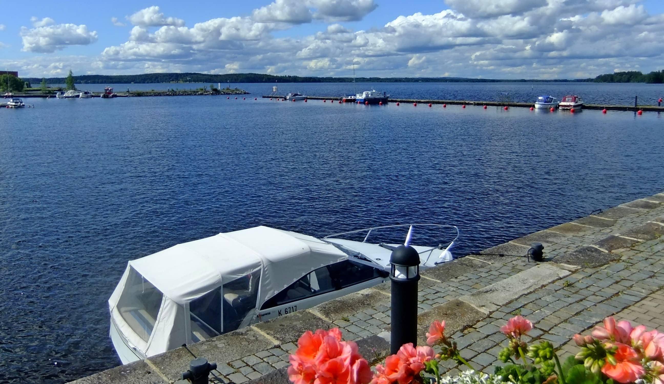 """Aussicht von der Terrasse des """"Olutmestari"""" in Finnland"""