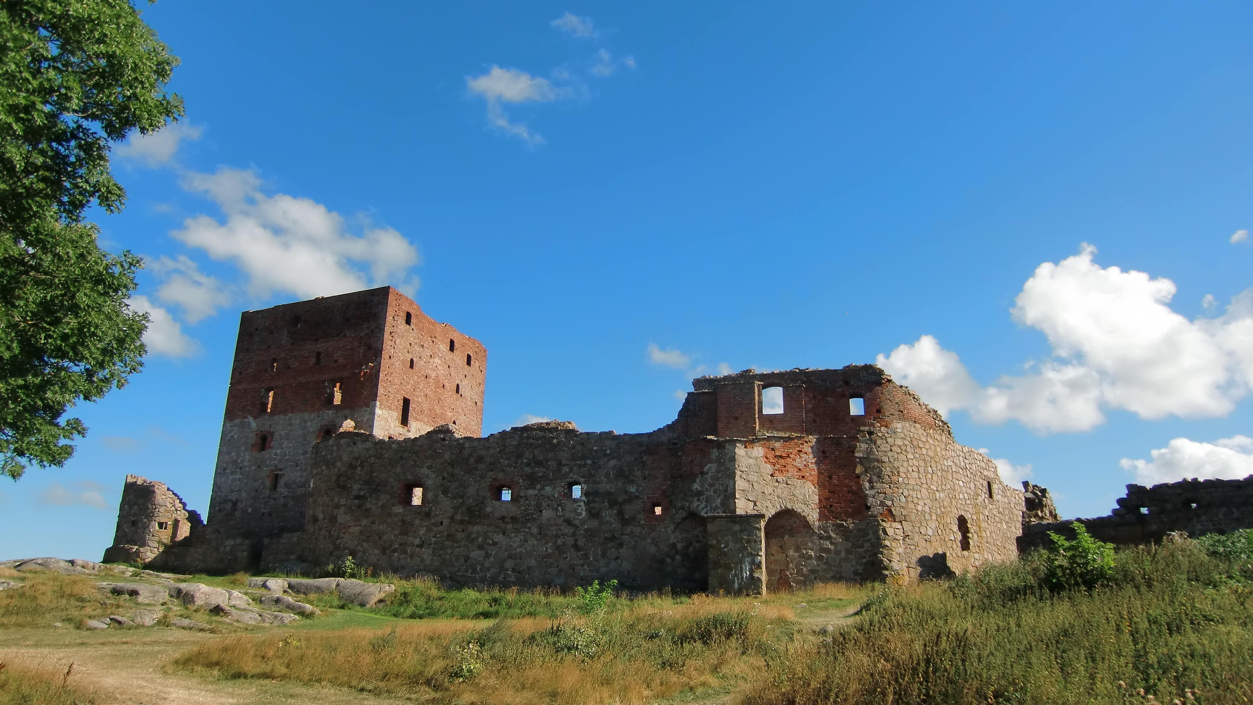 Hammershus war einst eine Festung. Bis heute findet man die Ruinen auf Bornholm.