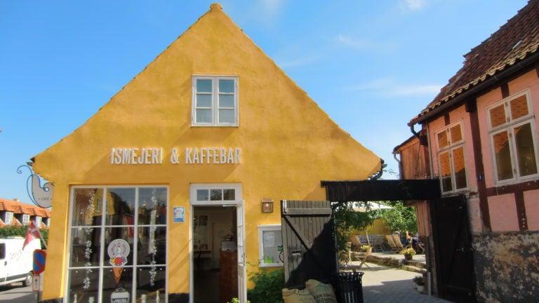 Softeis gibt es auf Bornholm an jeder Ecke.