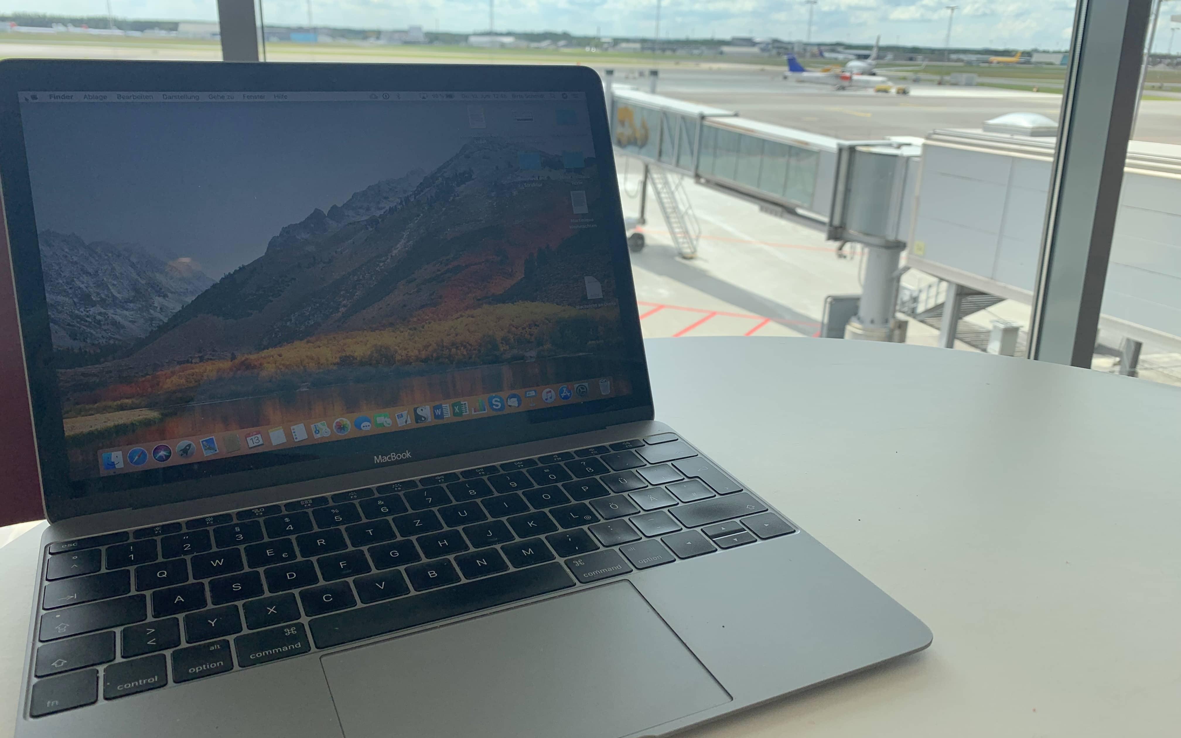 Am Flughafen Billund kann man als Digitale Nomadin hervorragend arbeiten: Es gibt schnelles und kostenloses Internet.