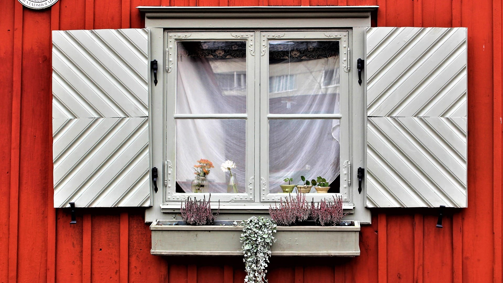 Fenster eines Holzhauses