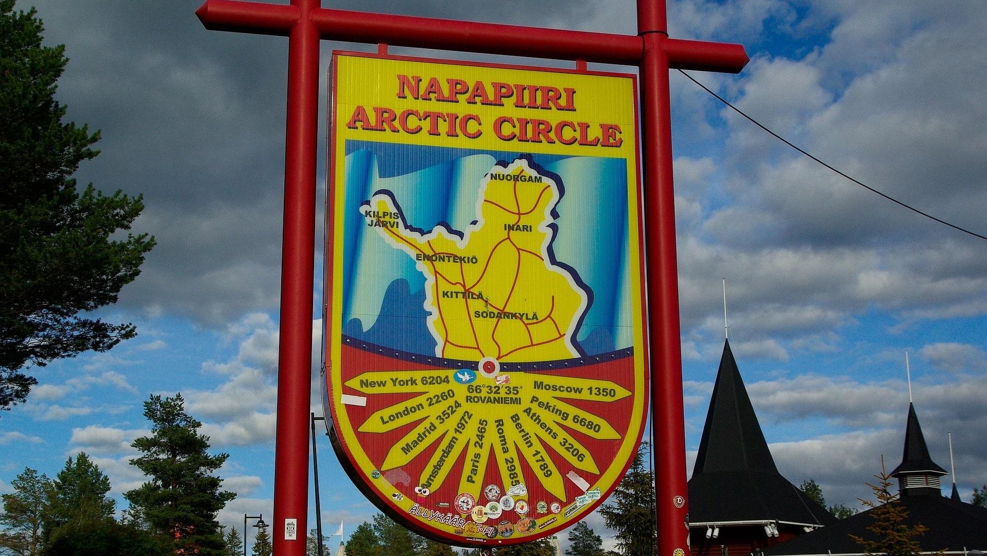 Der Polarkreis bei Napapiiri in Finnland