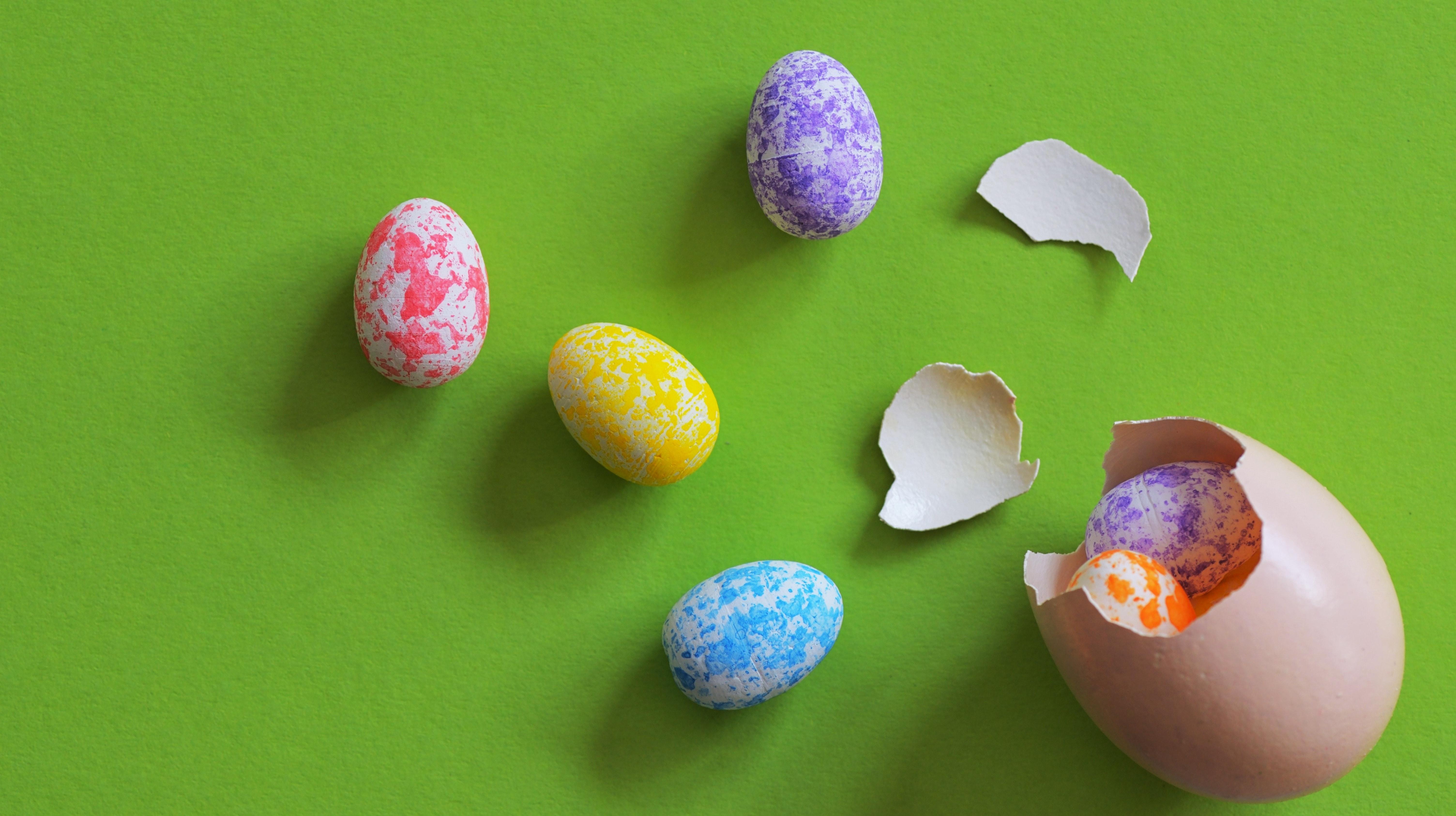 In Finnland gibt es zu Ostern echte Hühnereier, die mit Schokolade gefüllt sind