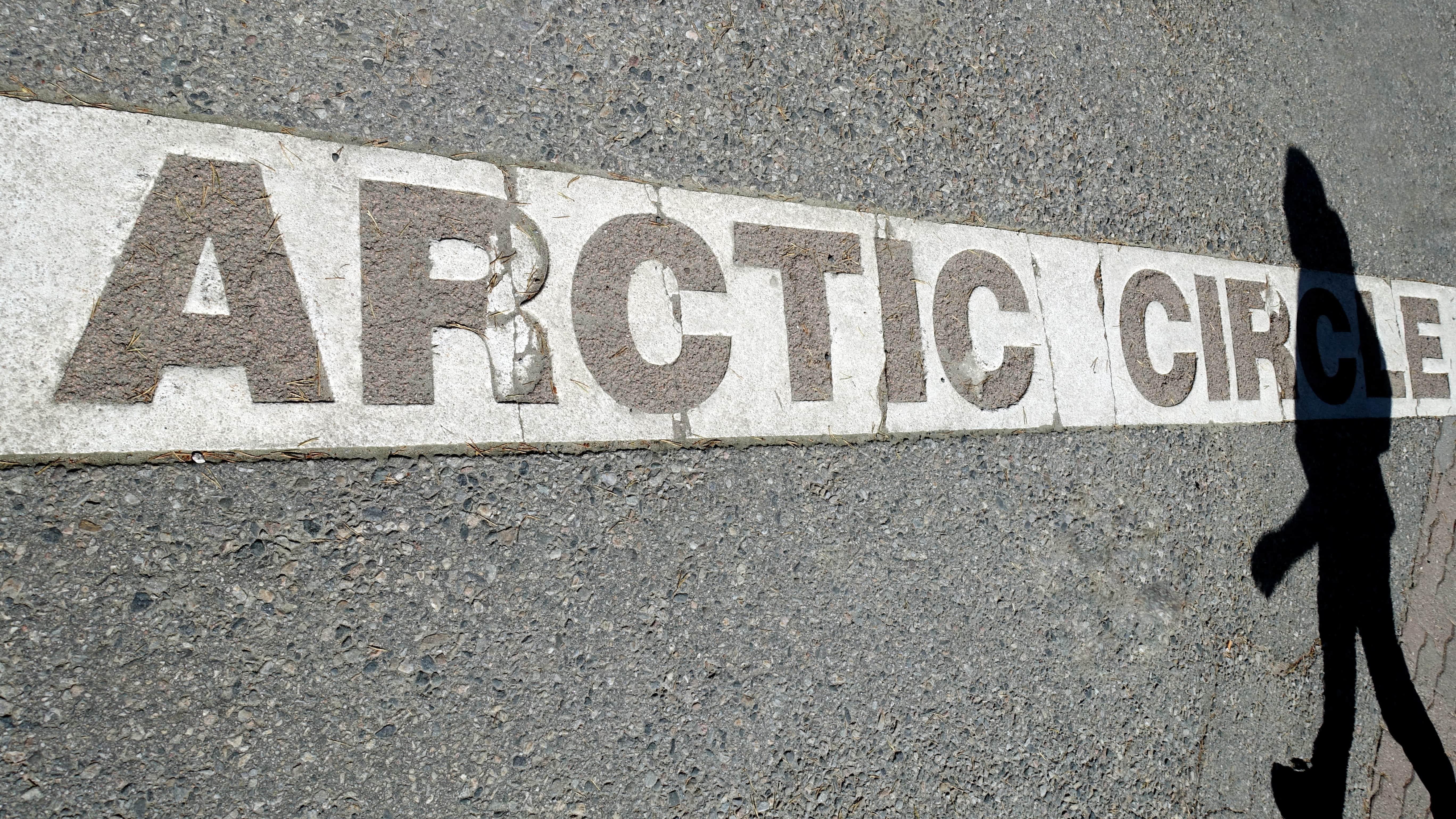 Mitten durch das Weihnachtsmanndorf in Rovaniemi verläuft der Polarkreis. Aber tut er das auch in einigen Jahren noch?