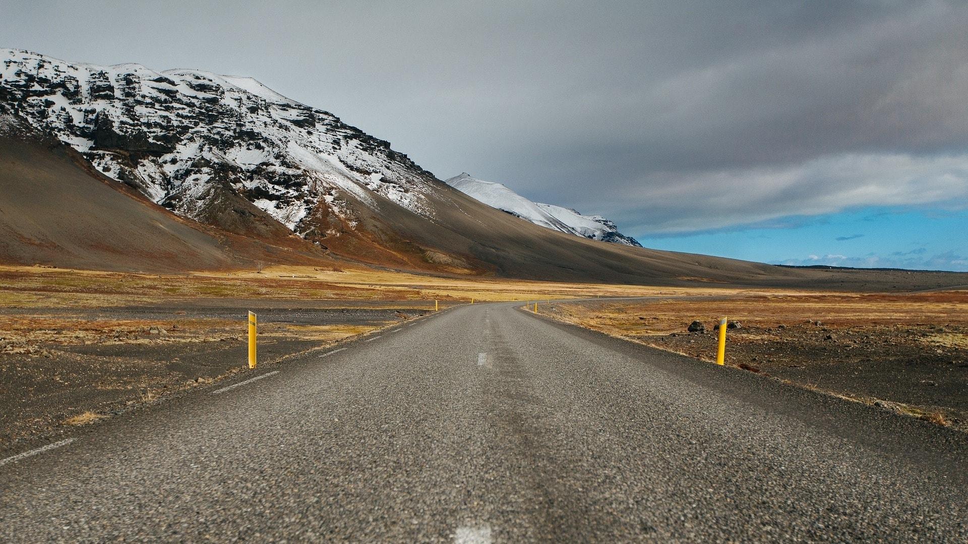 Die Ringstraße ist die Hauptverkehrsstraße auf Island. Sie führt einmal um die komplette Insel herum.