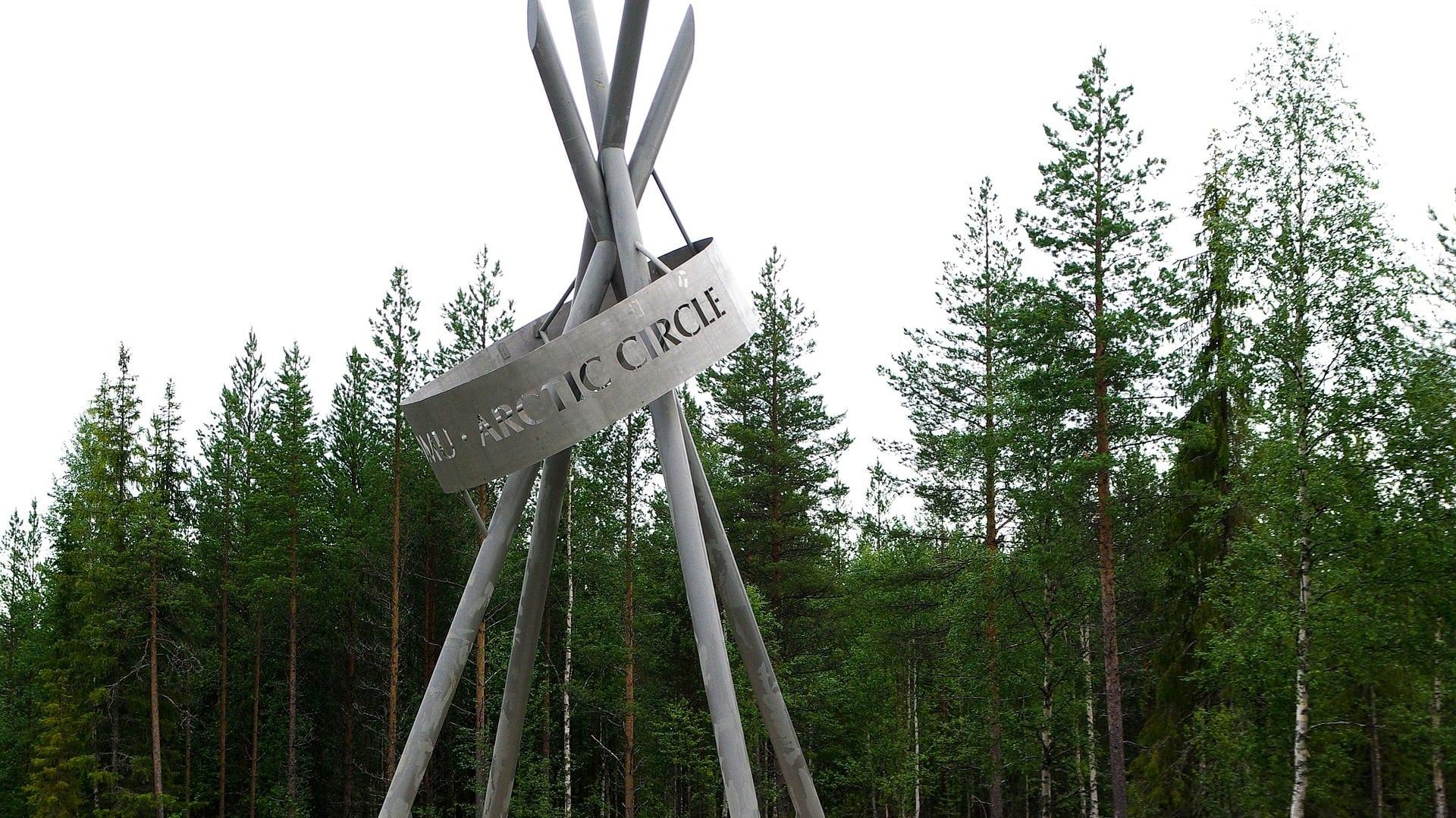 Der Polarkreis in Finnland markiert die magische Grenze zum Norden
