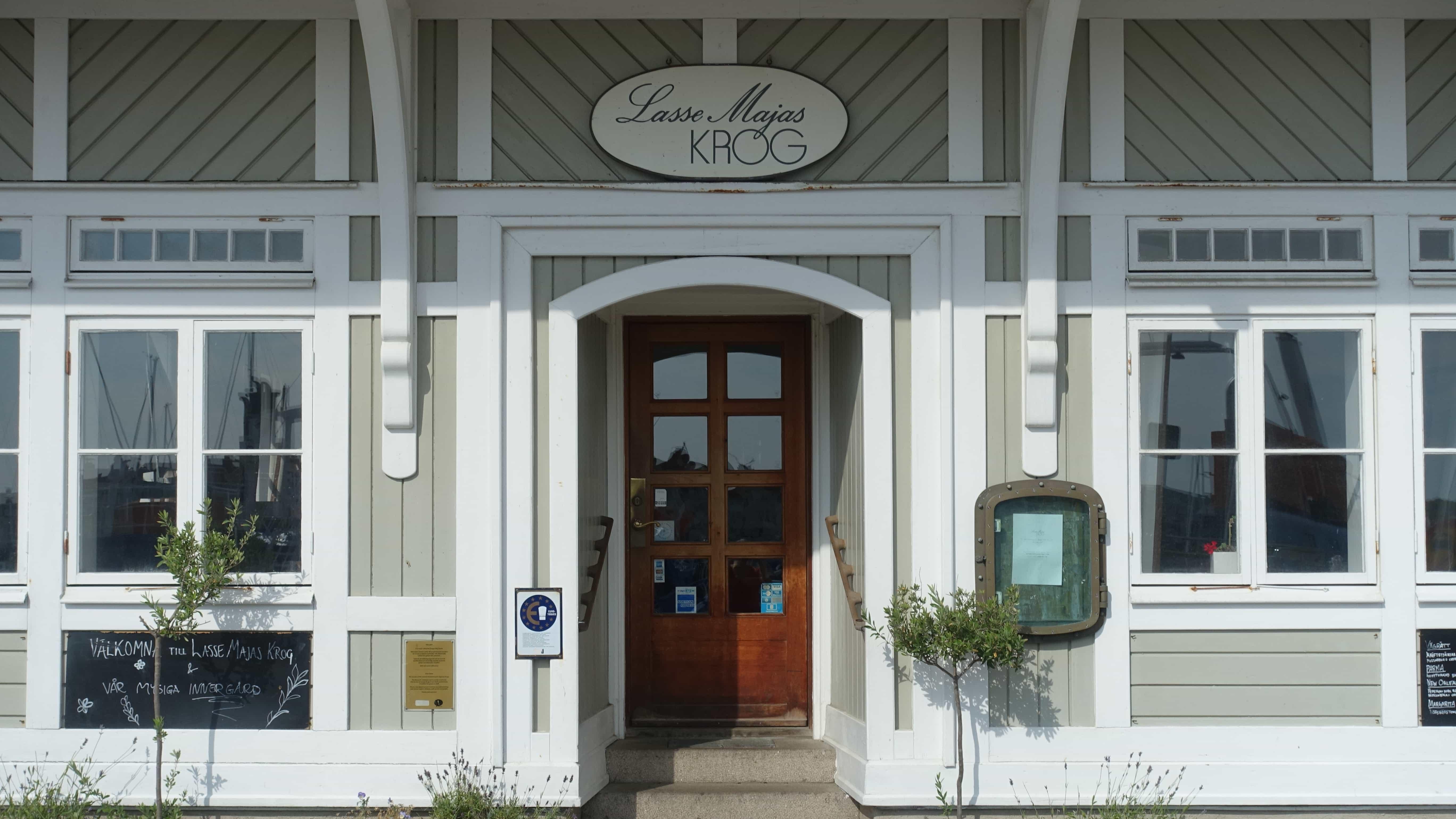 Lasse Maja ist auf Marstrand allgegenwärtig. Viele Geschäfte, Cafés und Restaurants sind nach Schwedens bekanntestem Kriminellen benannt.