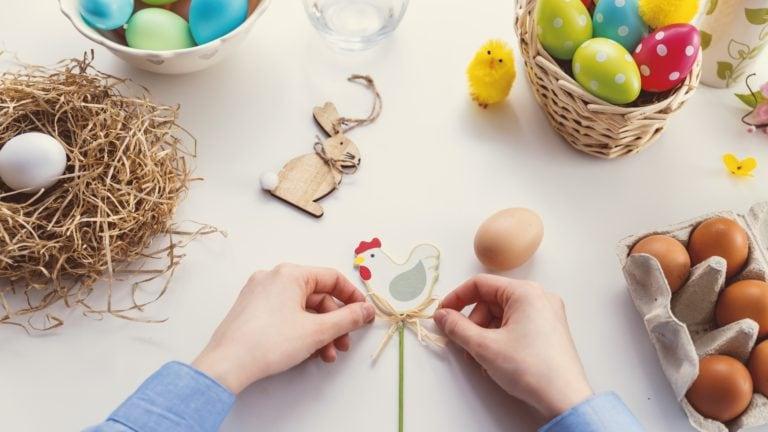 In Schweden werden die Ostereier vom Hahn gebracht.