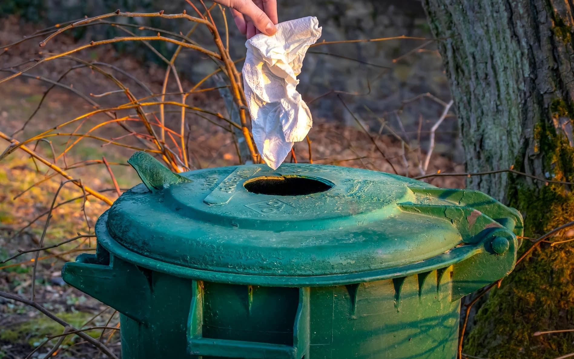 Am besten nimmst du eine Tüte mit zu Lauftraining, falls gerade mal kein Mülleimer in der Nähe ist.