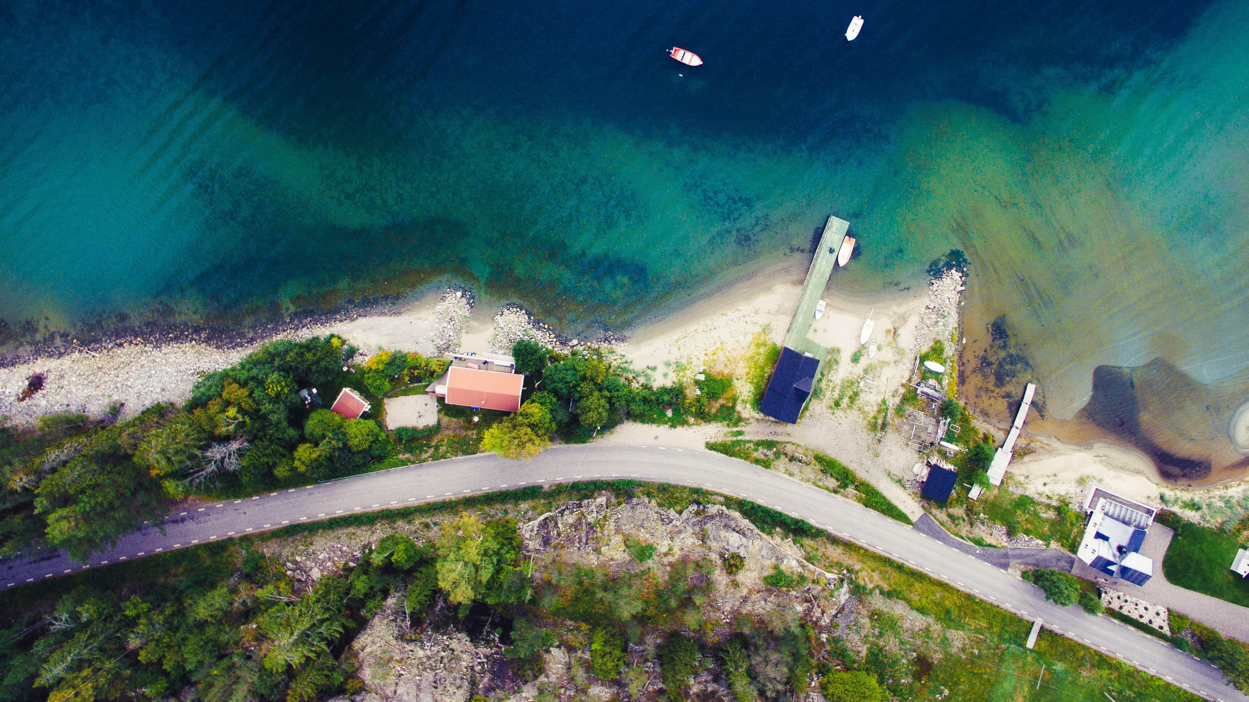 Die Insel Alnö ist nur durch eine schmale Meeresenge von der Stadt Sundsvall getrennt.