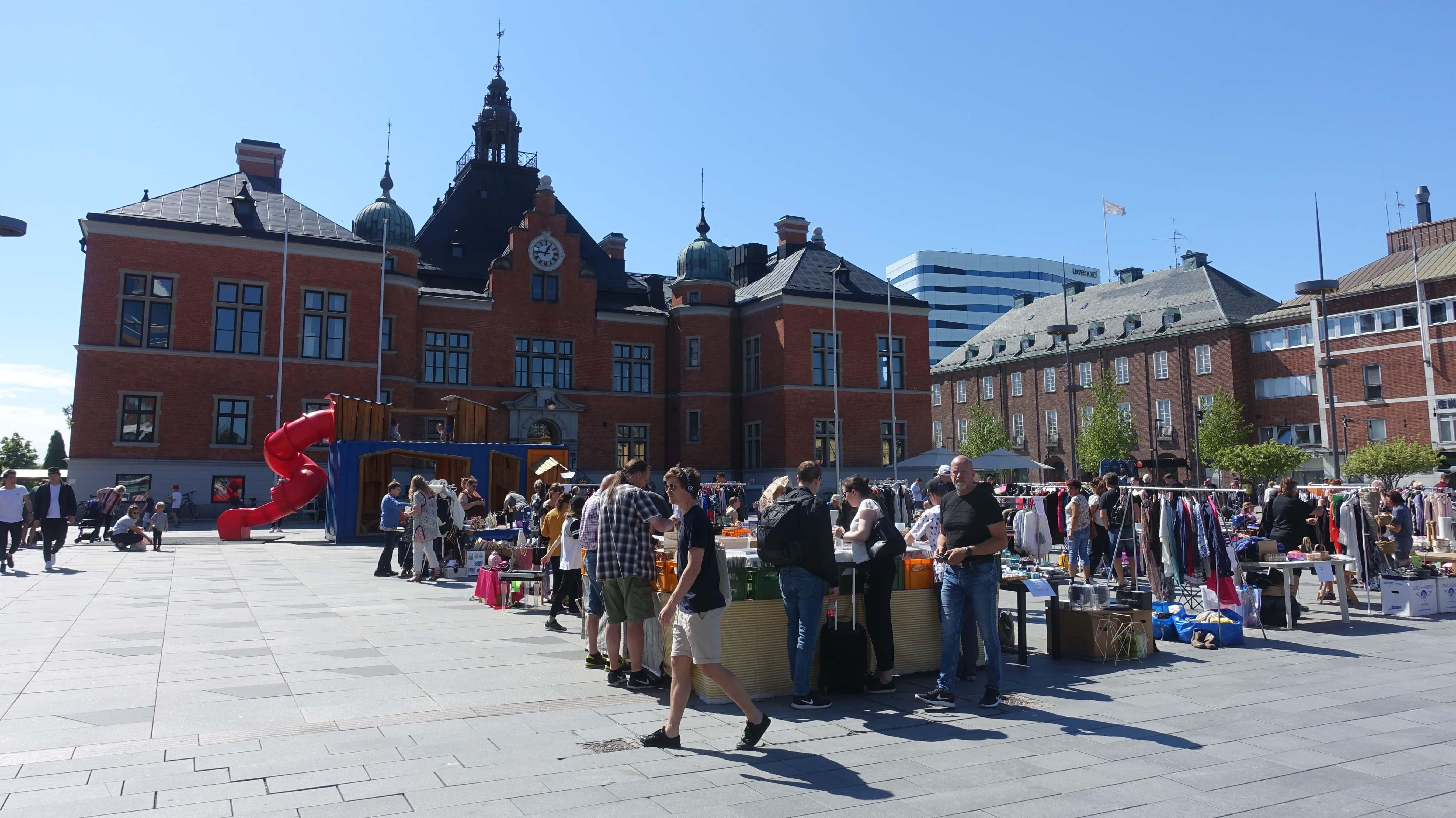 Flohmarkt auf dem Marktplatz in Umeå