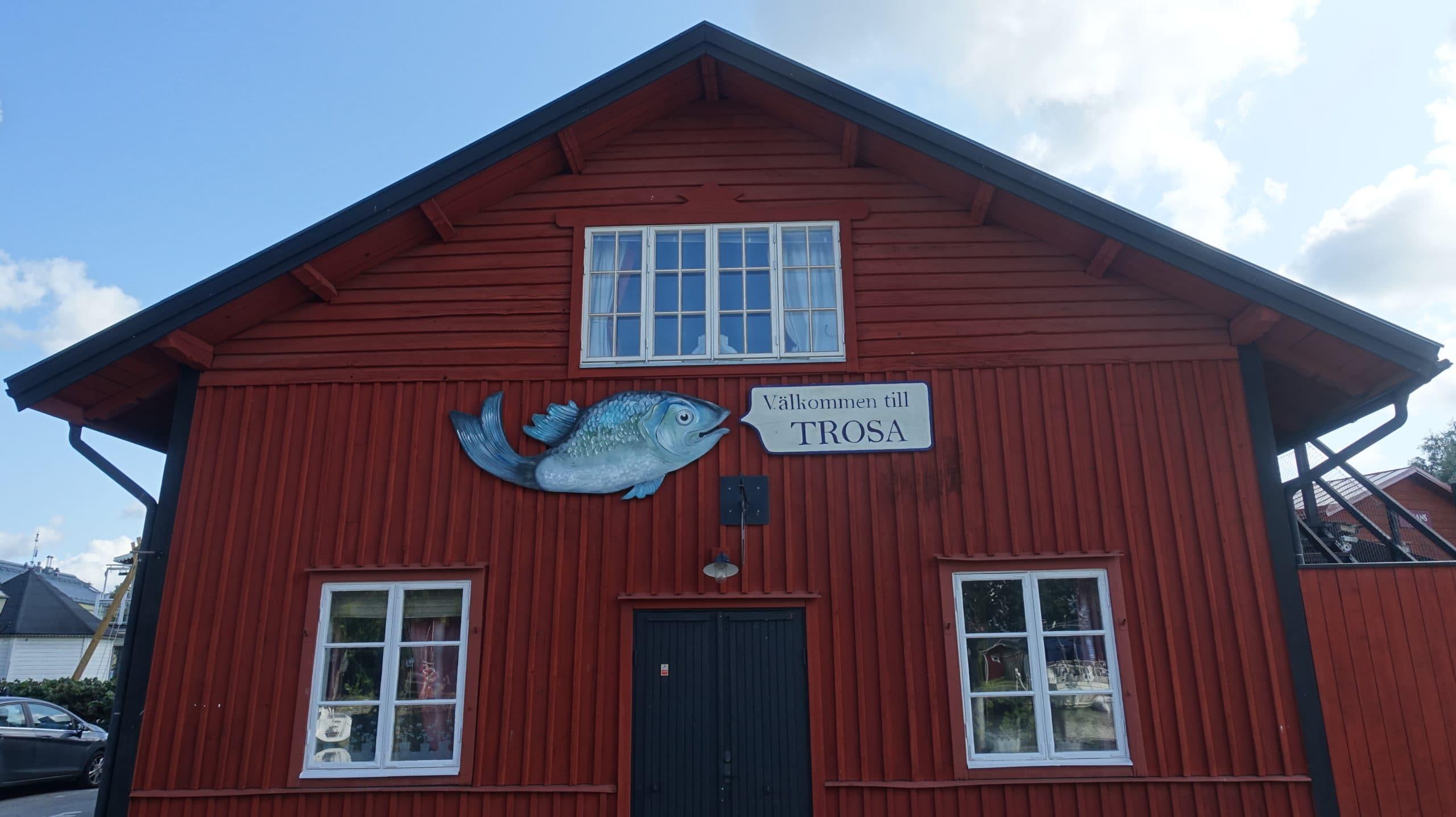 Schild: Välkommen till Trosa