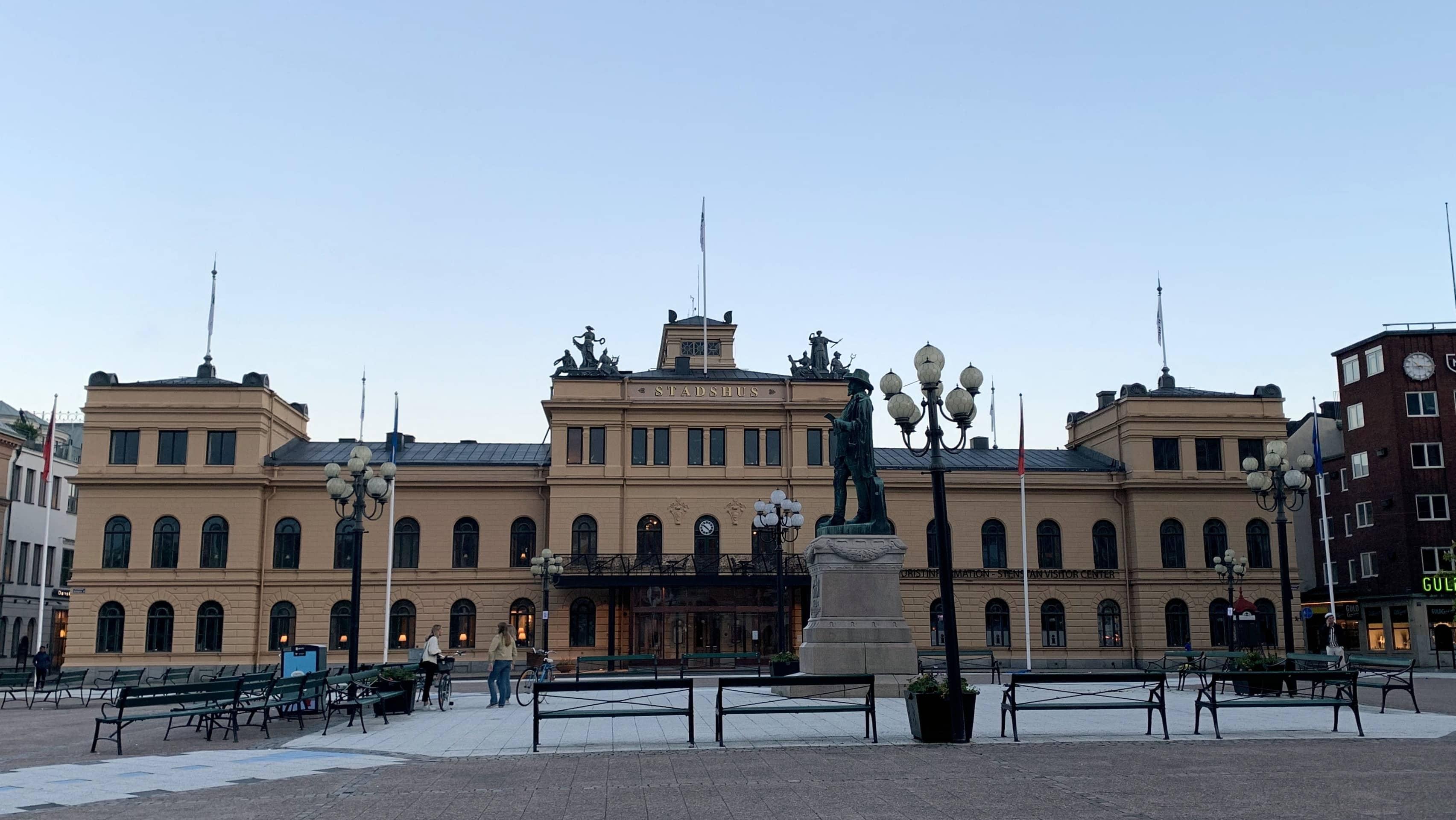 Die Statue von Gustav II Adolf erinnert daran, dass der schwedische König Sundsvall ihre Stadtrechte verliehen hat.